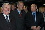 LECH WALESA CON WALTER VELTRONI E MIKHAIL GORBACIOV <br /> SERATA PREMI NOBEL   - HOTEL EXEDRA ROMA 2003
