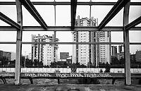 Milano, quartiere Lorenteggio - Giambellino, periferia ovest. Ampliamento della Stazione di San Cristoforo. Il progetto di Aldo Rossi (1983) resta incompiuto in una struttura di ferro e calcestruzzo abbandonata --- Milan, Lorenteggio - Giambellino district, west periphery. Expansion of San Cristoforo railway station. The project of Aldo Rossi (1983) stops in an unfinished and abandoned structure of iron and concrete
