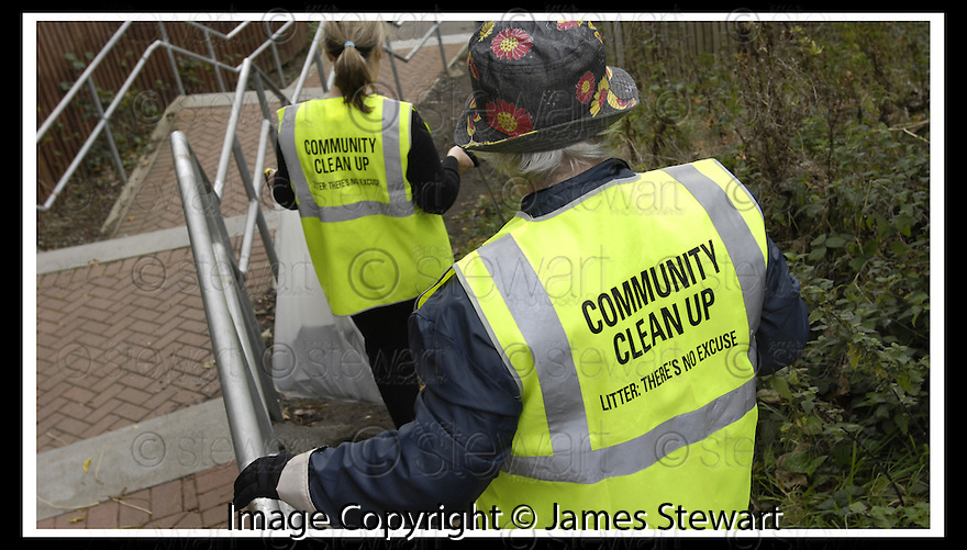 22/10/2007       Copyright Pic: James Stewart.File Name : 10_Larbert_Litter.MEMBERS OF THE PUBLIC GET TOGETHER ON THE STREETS AROUND LARBERT TO COLLECT LITTER.James Stewart Photo Agency 19 Carronlea Drive, Falkirk. FK2 8DN      Vat Reg No. 607 6932 25.Office     : +44 (0)1324 570906     .Mobile   : +44 (0)7721 416997.Fax         : +44 (0)1324 570906.E-mail  :  jim@jspa.co.uk.If you require further information then contact Jim Stewart on any of the numbers above........