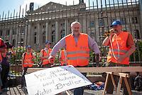 Protest der Eisenbahn- und Verkehrsgewerkschaft (EVG) vor dem Bundesrat.<br /> Am Freitag den 11. Juli 2014 protestierten Mitglieder der Eisenbahn- und Verkehrsgewerkschaft (EVG) vor dem Bundesrat gegen Einschraenkungen bei den Lohn- und Arbeitsbedingungen der Eisenbahner bei Betreiberwechseln und Kuerzungen im Streckennetz. Sie fordern gesetzliche Regelungen, die besagen, dass bei Betreiberwechseln die Lohn- und Arbietsbedingungen erhalten bleiben und dass das Streckennetz nicht weiter abgebaut wird.<br /> Im Bild: Alexander Kirchner<br /> Vorsitzender der Eisenbahn- und Verkehrsgewerkschaft (EVG).<br /> 11.7.2014, Berlin<br /> Copyright: Christian-Ditsch.de<br /> [Inhaltsveraendernde Manipulation des Fotos nur nach ausdruecklicher Genehmigung des Fotografen. Vereinbarungen ueber Abtretung von Persoenlichkeitsrechten/Model Release der abgebildeten Person/Personen liegen nicht vor. NO MODEL RELEASE! Don't publish without copyright Christian-Ditsch.de, Veroeffentlichung nur mit Fotografennennung, sowie gegen Honorar, MwSt. und Beleg. Konto: I N G - D i B a, IBAN DE58500105175400192269, BIC INGDDEFFXXX, Kontakt: post@christian-ditsch.de<br /> Urhebervermerk wird gemaess Paragraph 13 UHG verlangt.]