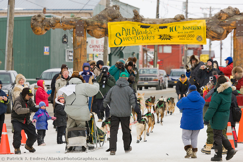 Kotzebu Musher Ed Iten arrives at the finish line in Nome in 5th place during the 2008 All Alaska Sweepstakes sled dog race.