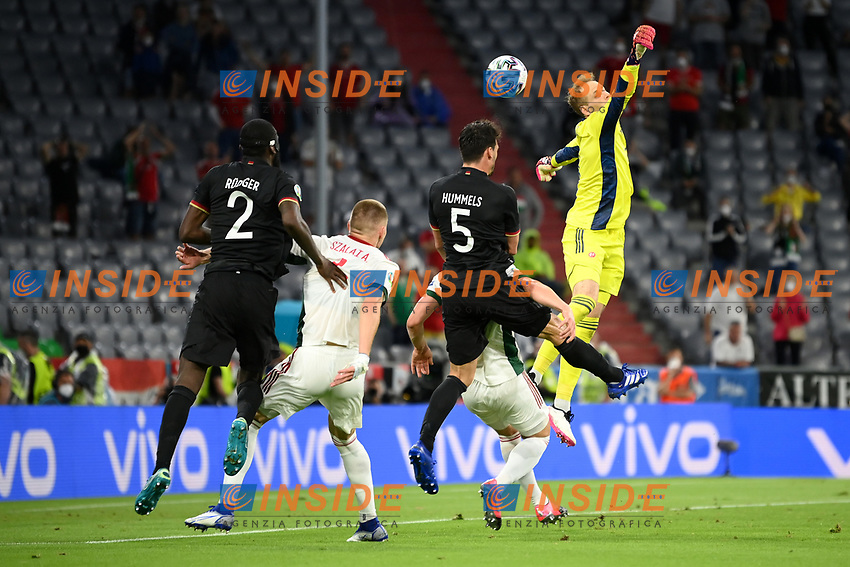 MUNICH, GERMANY - JUNE 23: Peter Gulacsi of Hungary fails to clear the ball leading to Kai Havertz of Germany (not pictured) to score their side's first goal during the UEFA Euro 2020 Championship Group F match between Germany and Hungary at Allianz Arena on June 23, 2021 in Munich, Germany. (Photo by Sebastian Widmann - UEFA/UEFA via Getty Images)<br /> Photo Uefa/Insidefoto ITA ONLY