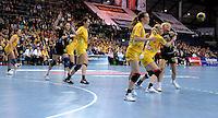 Handball Champions League  Frauen Damen - HCL HC Leipzig : HYPO Niederösterreich - Arena Leipzig - im Bild: Kresiabwehr in seiner Gänze - rechts: Sara Eriksson (HCL) gegen Karla Ivancok (HYPO). Foto: Norman Rembarz...