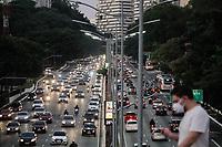 30.04.2020 - Trânsito na avenida 23 de Maio em SP