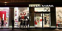 Roma 22/8/2004 <br /> Via Tomacelli, Ferrari Store. Foto Andrea Staccioli Insidefoto