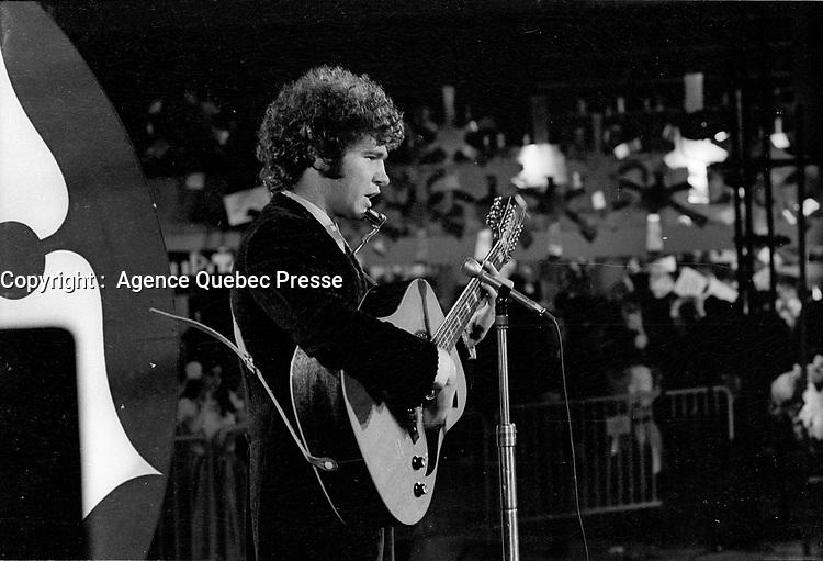ARCHIVE - Les spectacles au Salon de la  Jeunesse durant l'expo 67, Robert, Charlebois,<br /> <br />  (date inconnue, annes 70)<br /> <br /> Photo : Agence Quebec Presse  - Alain Renaud