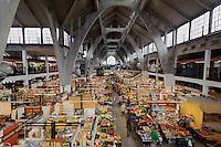 In der Markthalle (Hala Targowa) in Wroclaw (Breslau), Woiwodschaft Niederschlesien (Województwo dolnośląskie), Polen, Europa<br /> Covered Market (Hala Targowa) in Wroclaw, Poland, Europe