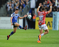 Freddie Burns of Bath Rugby chips into the corner over the head of Henry Trinder of Gloucester Rugby during the Gallagher Premiership Rugby match between Bath Rugby and Gloucester Rugby at The Recreation Ground on Saturday 8th September 2018 (Photo by Rob Munro/Stewart Communications)