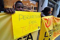 Brescia/Italia 11 gennaio 2014<br /> Rifugiati manifestano contro i CIE e per il diritto d'asilo politico in occasione della visita del Ministro Cecile Kyenge.<br /> Foto Livio Senigalliesi