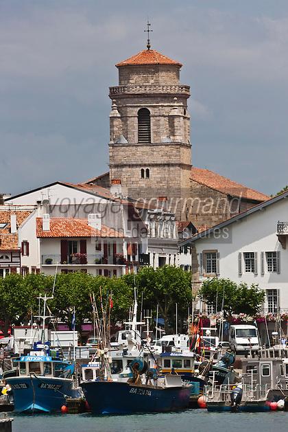 Europe/France/Aquitaine/64/Pyrénées-Atlantiques/Pays-Basque/Saint-Jean-de-Luz: Le port de pêche et l'église Saint-Jean-Baptiste