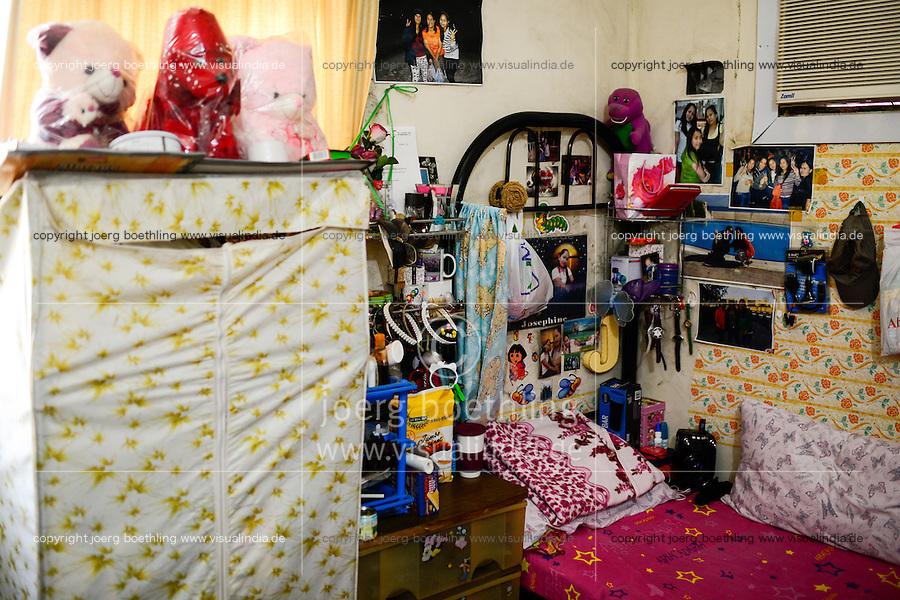 QATAR, Doha, migrant worker, sixty Filipino women live in small rooms in a house / KATAR, Doha, Gastarbeiter, sechzig philippinische Frauen leben auf engstem Raum in einem Haus