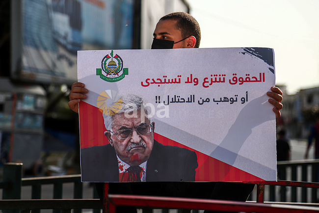 Palestinian supporters of Hamas movement demonstrate against postponement of the Palestinian parliamentary and presidential elections, calling for holding elections on planned date in Gaza City on April 30, 2021. Palestinian President Mahmoud Abbas announced early Friday that the legislative elections scheduled for May 22 will be postponed until further notice. Photo by Mohammed Salem