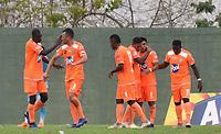 MONTERIA - COLOMBIA, 17-04-2019: Jugadores de Envigado celebran después de anotar el segundo gol de su equipo durante el partido por la fecha 16 de la Liga Águila I 2019 entre Jaguares de Córdoba F.C. y Envigado F.C. jugado en el estadio Jaraguay de la ciudad de Montería. / Players of Envigado celebrate after scoring the second goal of their team during match for the date 16 as part Aguila League I 2019 between Jaguares de Cordoba F.C. and Envigado F.C. played at Jaraguay stadium in Monteria city. Photo: VizzorImage / Andres Felipe Lopez / Cont