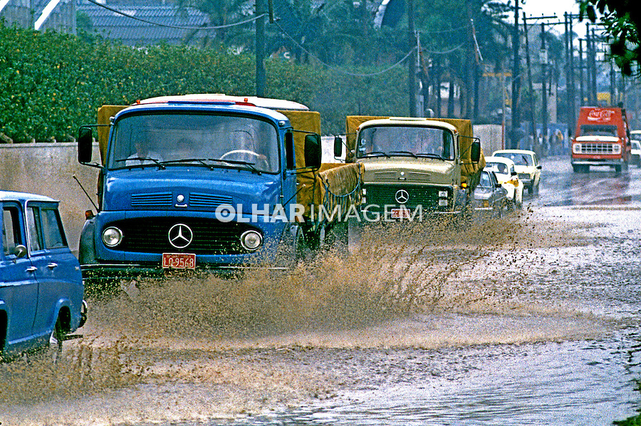 Enchente na Marginal Pinheiros, São Paulo. 1991. Foto de Daniel Augusto Jr.