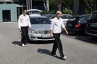 Birgit Prinz und Bundestrainerin Silvia Nied (D) kommen an<br /> PK zum Laenderspiel Deutschland vs. Brasilien *** Local Caption *** Foto ist honorarpflichtig! zzgl. gesetzl. MwSt. Auf Anfrage in hoeherer Qualitaet/Aufloesung. Belegexemplar an: Marc Schueler, Am Ziegelfalltor 4, 64625 Bensheim, Tel. +49 (0) 151 11 65 49 88, www.gameday-mediaservices.de. Email: marc.schueler@gameday-mediaservices.de, Bankverbindung: Volksbank Bergstrasse, Kto.: 151297, BLZ: 50960101