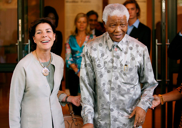 epa00930884 Princess Caroline of Monaco pays a courtesy call to former President Nelson Mandela at the Nelson Mandela Foundation in Johannesburg, South Africa, Tuesday 13 February 2006.  The Princess was in the country for a two day visit.  EPA/KIM LUDBROOK