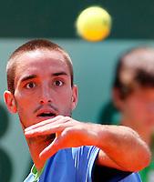 Tenis, Roland Garros 2011.Viktor Troicki (SRB) Vs. Andy Murray (GBR).Viktor Troicki, returns the ball.Paris, 31.05.2011..foto: Srdjan Stevanovic/Starsportphoto ©