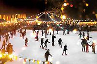 Nederland Arnhem - 17 december 2017 .  Op 16 en 17 december vond Landleven Winter plaats in het Nederlands Openluchtmuseum. Schaatsen op de verlichte schaatsbaan. Foto Berlinda van Dam / Hollandse Hoogte