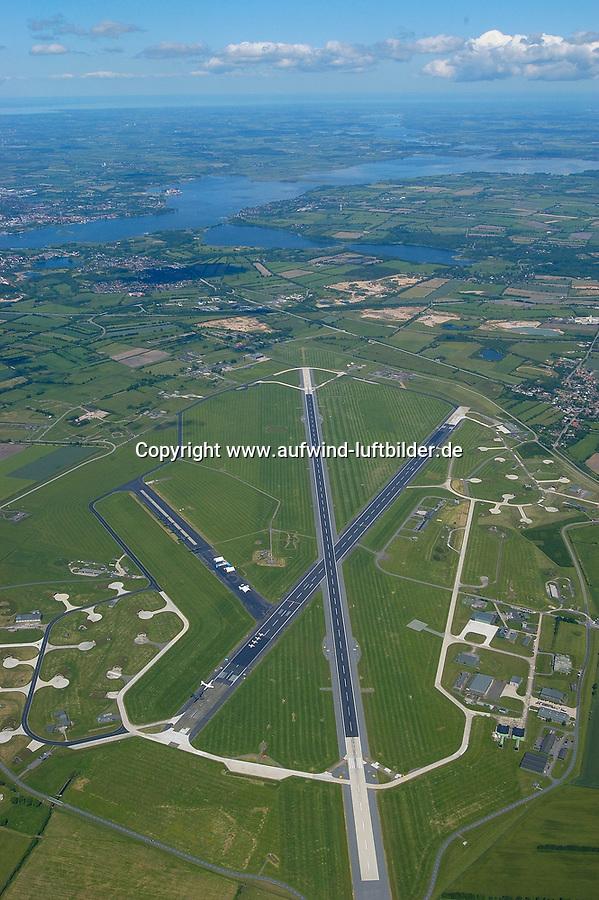 """4415/Flugplatz Kropp Jagel:EUROPA, DEUTSCHLAND, SCHLESWIG- HOLSTEIN, 08.06.2005: Kropp/Jagel<br />Heimat des Aufklaerungsgeschwader 51 der Luftwaffe <br />""""Immelmann"""" ist der ehemalige Marinefliegerhorst Schleswig/ Jagel . Das Areal hat eine groesse über 600 Hektar. Oben im Bild ist die Schei zu erkennen. <br /><br />Militaerflugplatz, Flugplatz, Bundeswehr<br />Luftaufnahme, Luftbild,  Luftansicht"""