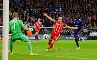 12.09.2017,  Football Champions League 2017/2018, FC Bayern Muenchen - RSC Anderlecht, in Allianz-Arena Muenchen. Arjen Robben (middle, FC Bayern Muenchen) scheitert vor dem goal of  goalkeeper Matz Sels (RSC Anderlecht). *** Local Caption *** © pixathlon<br /> <br /> +++ NED + SUI out !!! +++<br /> Contact: +49-40-22 63 02 60 , info@pixathlon.de