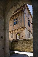Europe/France/Midi-Pyrénées/46/Lot/Marcilhac-sur-Célé: Maison du Roy XVI ème siècle vue depuis les ruines romanes de l'abbatiale-cette maison servait à l'accueil des pèlerins.