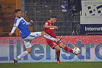 Jonas Hector (Koeln) gegen Peter Niemeyer (Darmstadt) - SV Darmstadt 98 vs. 1. FC Koeln, Stadion am Boellenfalltor