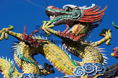Malaysia, Pulau Penang, Georgetown: Chinese dragon on roof of Hwa Yen Si Temple   Malaysia, Pulau Penang, Georgetown: Chinesischer Drachen auf dem Dach des Hwa Yen Si Tempel