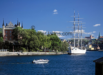 Sweden, Stockholm: Af Chapman, a Swedish full rigged ship made of iron, today a youth hostel at Skeppsholmen   Schweden, Stockholm: die Af Chapman, ein schwedisches  Vollschiff aus Eisen, heute eine Jugendherberge in Skeppsholmen