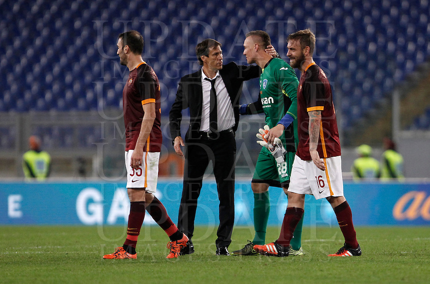 Calcio, Serie A: Roma vs Empoli. Roma, stadio Olimpico, 17 ottobre 2017.<br /> Roma's coach Rudi Garcia, second from left, greets Empoli's goalkeeper Lukasz Skorupski, second from right, at the end of of the Italian Serie A football match between Roma and Empoli at Rome's Olympic stadium, 17 October 2015. Roma won 3-1.<br /> UPDATE IMAGES PRESS/Isabella Bonotto
