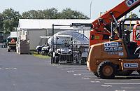 Baufahrzeuge stehen am Hard Rock Stadium zu den Aufbauten für Super Bowl LIV bereit - 22.01.2020: SB LIV im Hard Rock Stadium Miami
