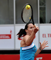 BOGOTA - COLOMBIA - FEBRERO 21-02-2013: Jelena Jankovic de Serbia, devuelve la bola a Mariana Duque de Colombia, durante partido por la Copa de Tenis WTA Bogotá, febrero 21 de 2013. (Foto: VizzorImage / Luis Ramírez / Staff).  Jelena Jankovic from Serbia returns the ball to Mariana Duque from Colombia,during a match for the WTA Bogota Tennis Cup, on February 21, 2013, in Bogota, Colombia. (Photo: VizzorImage / Luis Ramirez / Staff) .....