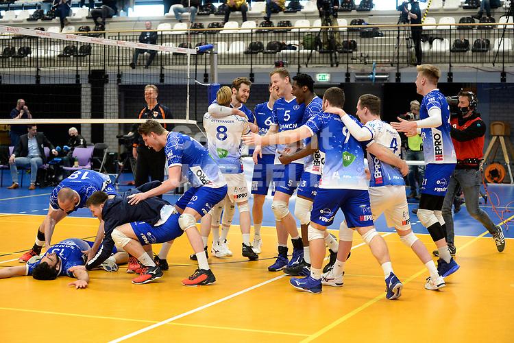 18-04-2021: Volleybal: Amysoft Lycurgus v Draisma Dynamo: Groningen, Lycurgus viert de bekerwinst
