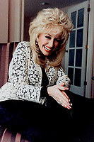 1992 FILE PHOTO - ARCHIVES -<br /> <br /> Straight talking lady, Dolly Parton plays a woman a lot like herself in Straight Talk, complete with ankle bacelets, big heels, big fingernails and big hair.<br /> <br /> 1992<br /> <br /> PHOTO :  Erin Comb - Toronto Star Archives - AQP