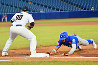 BARRANQUILLA - COLOMBIA, 30-11-2019: Jorge Martinez de Gigantes y Rayder Ascanio de Vaqueros durante partido entre Gigantes de Barranquilla y Vaqueros de Montería como parte de La Liga Profesional de Béisbol Colombiano 2019/2020 jugado en el estadio Edgar Renteria de Barranquilla. / Jorge Martinez of Gigantes and Rayder Ascanio of Vaqueros during match between Gigantes de Barranquilla and Vaqueros de Monteria as part of Colombian Professional Baseball League 2019/2020 played at Edgar Renteria stadium in Barranquilla city. Photo: VizzorImage / Alfonso Cervantes / Cont