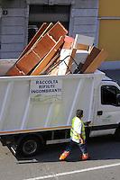 - AMSA (Azienda Milanese Servizi Ambientali), servizio di raccolta dei rifiuti ingombranti<br /> <br /> - AMSA (Milan Company for Environmental Services), bulky waste collection service