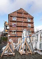 Nederland Zaandam- Jan. 2021.   Renovatie van flatgebouwen. De appartementen krijgen dubbel glas.. Foto : ANP/ HH / Berlinda van Dam