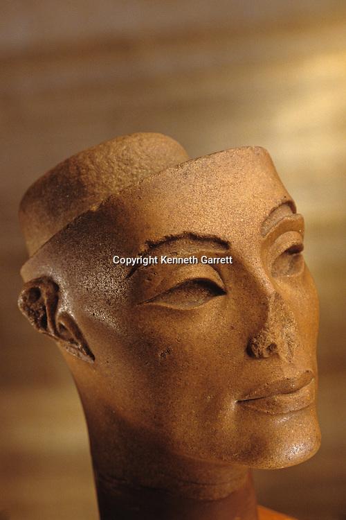 Queen Nefertiti; Wife of Amenhotep IV,Akhenaten,Tutankhamun and the Golden Age of the Pharaohs, Page 48