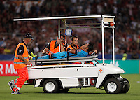 Calcio, Champions League, Gruppo E: Roma vs Barcellona. Roma, stadio Olimpico, 16 settembre 2015.<br /> FC Barcelona's Rafinha is carried out of the pitch after getting injured during a Champions League, Group E football match between Roma and FC Barcelona, at Rome's Olympic stadium, 16 September 2015.<br /> UPDATE IMAGES PRESS/Isabella Bonotto