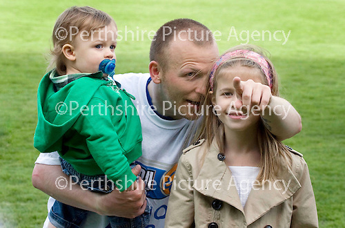 St Johnstone v Morton....02.05.09.Jody Morris and children.Picture by Graeme Hart..Copyright Perthshire Picture Agency.Tel: 01738 623350  Mobile: 07990 594431