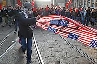 - manifestation of the Social Centers of Milan against the war in Iraq and for killing of the Dax young person by  Fascists....- manifestazione dei Centri Sociali di Milano contro la guerra in Iraq e per l'uccisione del giovane Dax da parte di fascisti