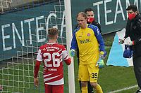 Torwart Hendrik Bonmann (Wuerzburger Kickers) blutet und ist angeschlagen nach Zusammenprall mit Lion Schweers (Wuerzburger Kickers)<br /> <br /> - 19.12.2020: Fussball 2. Bundesliga, Saison 20/21, Spieltag 13, SV Darmstadt 98 - Wuerzburger Kickers, Stadion am Boellenfalltor, emonline, emspor, <br /> <br /> Foto: Marc Schueler/Sportpics.de<br /> Nur für journalistische Zwecke. Only for editorial use. (DFL/DFB REGULATIONS PROHIBIT ANY USE OF PHOTOGRAPHS as IMAGE SEQUENCES and/or QUASI-VIDEO)