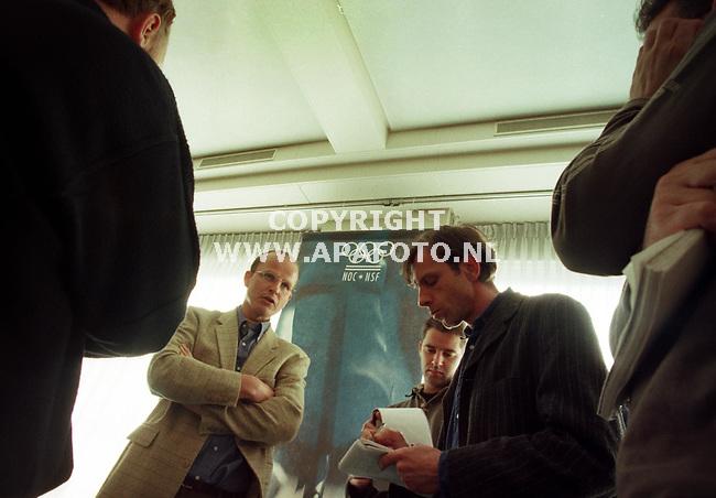 Arnhem,20-04-99  Foto:Koos Groenewold (APA)<br />Chef de mission van de Olympische winterspelen van 2002,Leo Visser,staat de pers te woord op de perconferentie van het NOC*NSF op sportcentrum Papendal.
