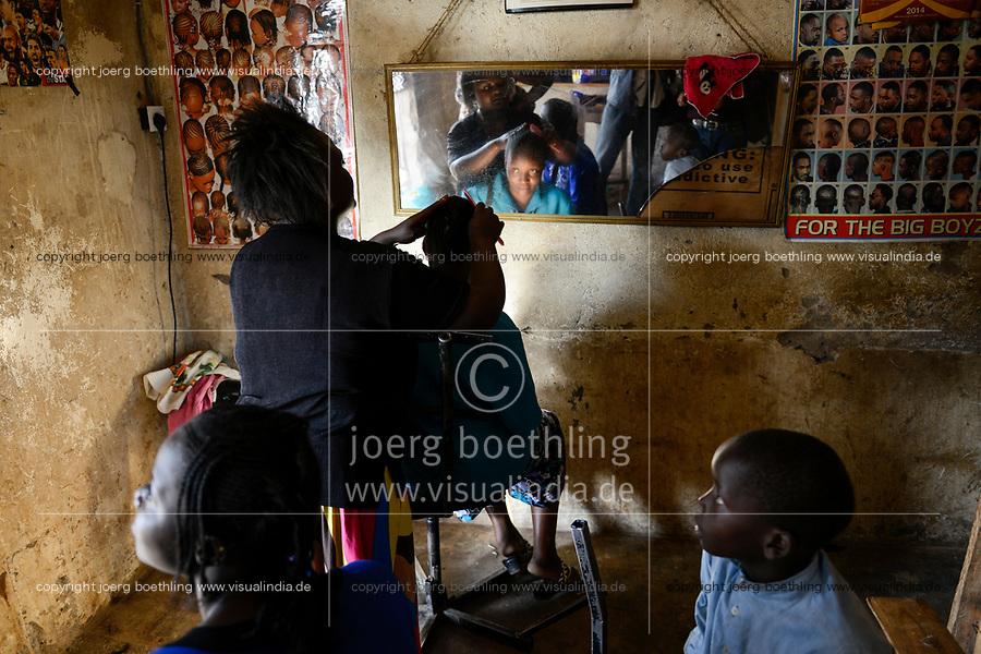 KENYA, Kaimosi, beauty parlour in village, haircutting / KENIA, Kisumu County, Kaimosi, Friseursalon