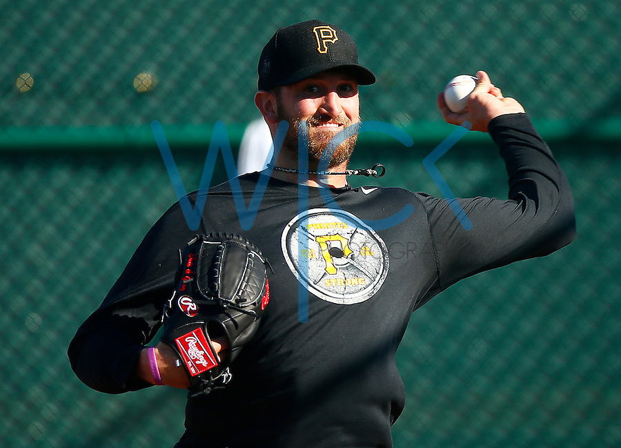 Jonathon Niese #18 of the Pittsburgh Pirates throws in the bullpen during spring training at Pirate City in Bradenton, Florida on February 17, 2016. (Photo by Jared Wickerham / DKPS)