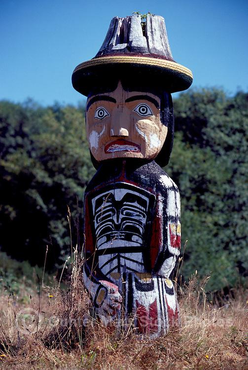 Kwakwaka'wakw (Kwakiutl) Memorial Totem Pole on Namgis Burial Grounds, Alert Bay, Cormorant Island, BC, British Columbia, Canada