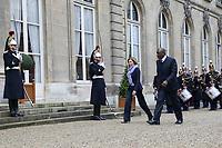 FLORENCE PARLY (MINISTRE DES ARMEES), HAMED BAKAYOKO (MINISTRE DE LA DEFENSE DE LA REPUBLIQUE DE COTE D'IVOIRE) - ENTRETIEN DE FLORENCE PARLY, MINISTRE DES ARMEES, AVEC HAMED BAKAYOKO, MINISTRE DE LA DEFENSE DE LA REPUBLIQUE DE COTE D'IVOIRE A L'HOTEL DE BRIENNE, PARIS, FRANCE, LE 10/11/2017.