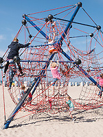 Spielplatz am Strand von Rostock-Warnemünde, Mecklenburg-Vorpommern, Deutschland