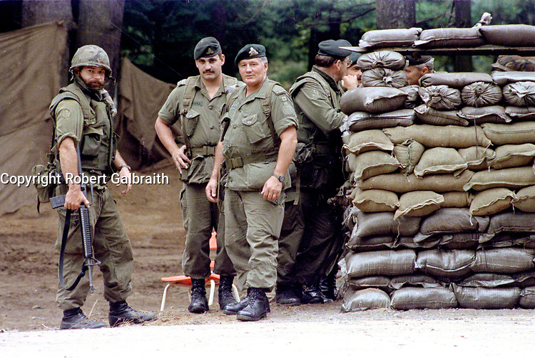1990 FILE PHOTO (Exact date unknown):  OKA Crisis -<br /> Canadian Army<br /> <br /> PHOTO :  Agence Quebec Presse - <br /> Robert Galbraith