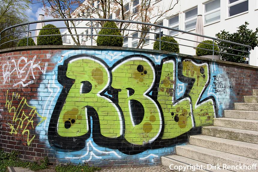 Graffiti an Rainvilles Elbterrassen,  Rainvilleterrasse 4,  Hamburg, Deutschland, Europa Graffiti at Rainvilles Elbterrassen,  Rainvilleterrasse 4, Germany, Europe
