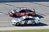 #20: Erik Jones, Joe Gibbs Racing, Toyota Camry Craftsman, #2: Brad Keselowski, Team Penske, Ford Fusion Miller Lite